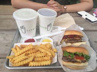 カフェ,ハンバーガー,テラス,ポテト,Shake Shack,外苑いちょう並木