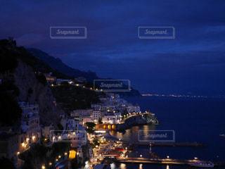 夜の街の景色の写真・画像素材[1215509]
