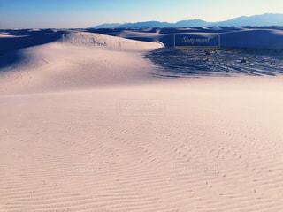 雪の中で山とビーチ - No.1013476