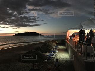 ビーチでの日暮の写真・画像素材[1293225]