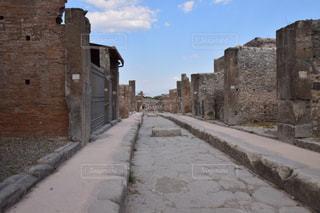 れんが造りの建物の横にある石の城の写真・画像素材[796945]