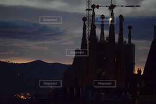 曇り夜の城の写真・画像素材[808765]