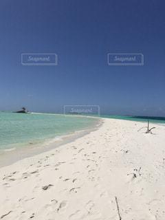 海の横にある砂浜のビーチの写真・画像素材[808780]
