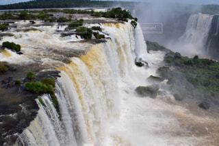 いくつかの水の上の大きな滝の写真・画像素材[808802]