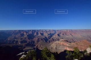 背景の山と渓谷の写真・画像素材[808818]