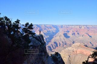背景の山と渓谷の写真・画像素材[1004758]