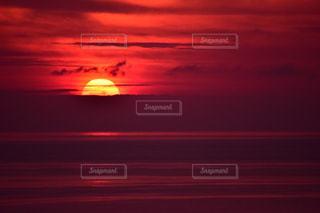 日没の前に明るい光の写真・画像素材[1268860]