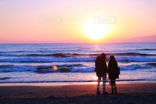 海,カップル,ピンク,夕焼け,一眼レフ,おさんぽ,ツーショット,カップルフォト