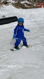 男性,子ども,アウトドア,スポーツ,雪,人物,ゲレンデ,レジャー,4歳,スノーボード,初めて,チャレンジ