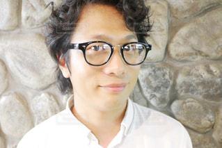 眼鏡をかけてる男性の写真・画像素材[1365298]
