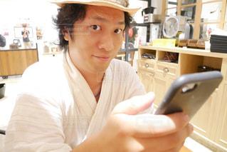 浴衣で帽子をかぶっている男性の写真・画像素材[1409287]