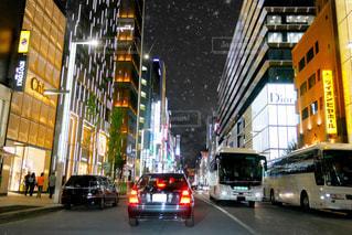 忙しい街を通り、進む銀座の街の写真・画像素材[1426879]