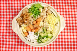 板の上に食べ物のボウルの写真・画像素材[1757325]