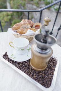 食べ物,カフェ,コーヒー,デザート,皿,リラックス,食器,カップ,おうちカフェ,ドリンク,おうち,菓子,ライフスタイル,ファストフード,食器類,コーヒー カップ,おうち時間,受け皿