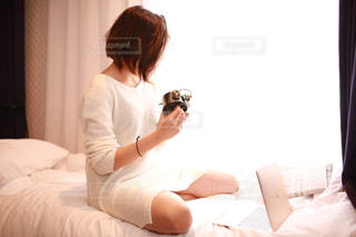 モデル,時計,朝,一人暮らし,目覚まし時計