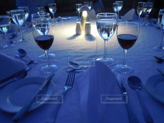 お酒,屋外,暗い,テーブル,ワイン,グラス,乾杯,ドリンク