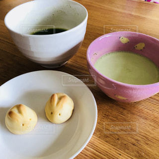 食品とコーヒーのカップのプレートの写真・画像素材[1510585]