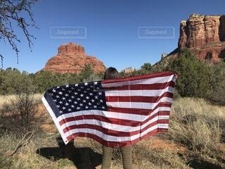 海外,後ろ姿,アメリカ,人物,背中,人,後姿,星条旗,セドナ