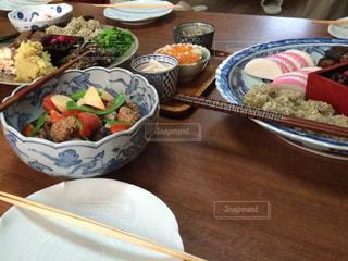 屋内,テーブル,皿,おせち,お正月,テーブルフォト,雑然