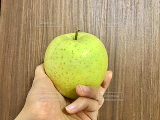 秋,手,フルーツ,りんご,黄緑,秋の味覚,食欲の秋,青りんご