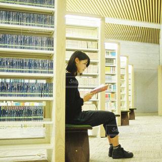 大好きな図書館で。の写真・画像素材[737291]