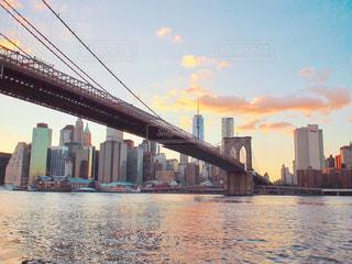 夕方のブルックリンブリッジの写真・画像素材[1013566]