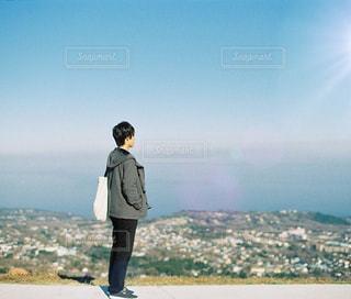 大室山と男性のの写真・画像素材[1404084]