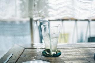 テーブルの上の飲みもののの写真・画像素材[1414012]