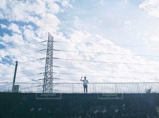 秋空とカメラ男子の写真・画像素材[1469206]