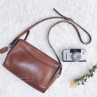 お気に入りのバッグとカメラの写真・画像素材[1637522]