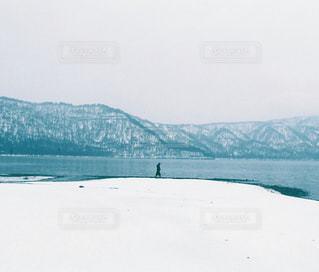 十和田湖と女性の写真・画像素材[1657396]