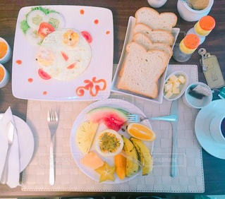カラフルでかわいい朝食の写真・画像素材[1763813]
