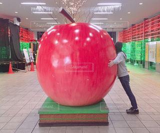 青森・弘前駅の前のリンゴの写真・画像素材[1778980]