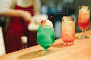 きれいな緑のクリームソーダの写真・画像素材[2811965]