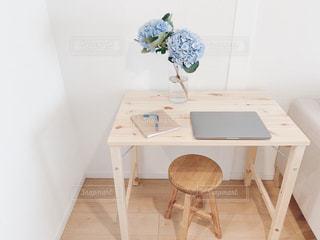 落ち着いた自宅作業スペースの写真・画像素材[3304384]