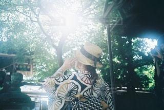 麦わら帽子をかぶった浴衣女性の写真・画像素材[3516738]