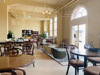 開放感のあるカフェの写真・画像素材[4455084]