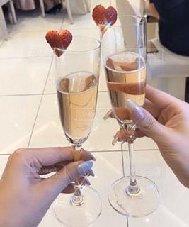 シャンパンで乾杯の写真・画像素材[3067052]