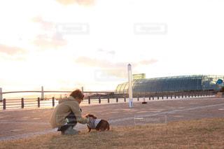 犬,アウトドア,公園,動物,屋外,散歩,ペット,わんこ,リラックス,癒し,休日,ダックス,愛犬,ゆったり,スローライフ