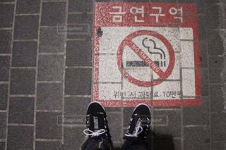 ファッション,屋外,足元,旅行,旅,地面,韓国,ストリート,路上,お洒落,スニーカー,ソウル,ハングル,おしゃれ