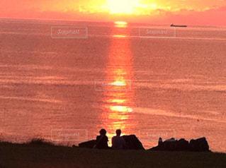 海,夕日,後ろ姿,二人