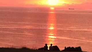 海,夕日,後ろ姿,ツーショット