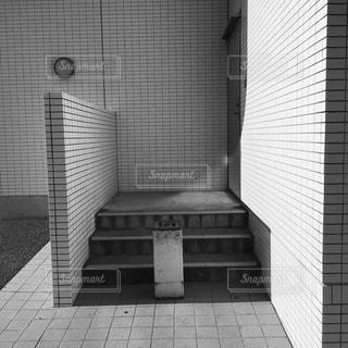 レンガの壁と浴室の写真・画像素材[712403]