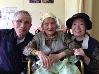 102歳の祖母との写真・画像素材[749449]