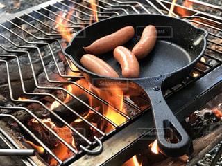 ストーブ トップ オーブン隣グリルの黒いパンの写真・画像素材[1463497]