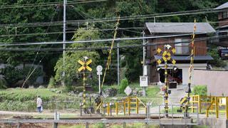 豊能町妙見口駅近くののどかな踏切の写真・画像素材[1412434]