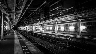 誰もいない静かな夜の駅の写真・画像素材[1710127]