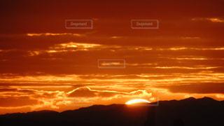 風景,空,屋外,太陽,雲,山,オレンジ,光,日の出,陽光,関西,2020,初日の出,ご来光,生駒山,元日