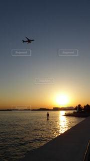 風景,海,空,太陽,飛行機,水面,海岸,飛ぶ,光,旅行,空港,離陸,航空機,羽田,海浜公園,ジェット機,城南島,羽田沖