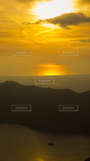 自然,風景,海,空,屋外,湖,太陽,夕焼け,夕暮れ,霧,山,オレンジ,光,箱根,遠景,芦ノ湖,陽光,薄暮,駿河湾